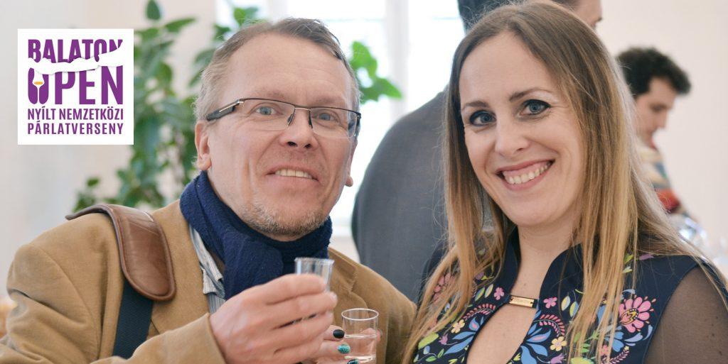 Pach Gábor és Zina, a pálinkaagyal a Fenegyerek Pálinka kóstolón koccintanak